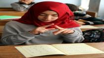 İşitme engellilere Kuran öğretmek için işaret dili öğrendi